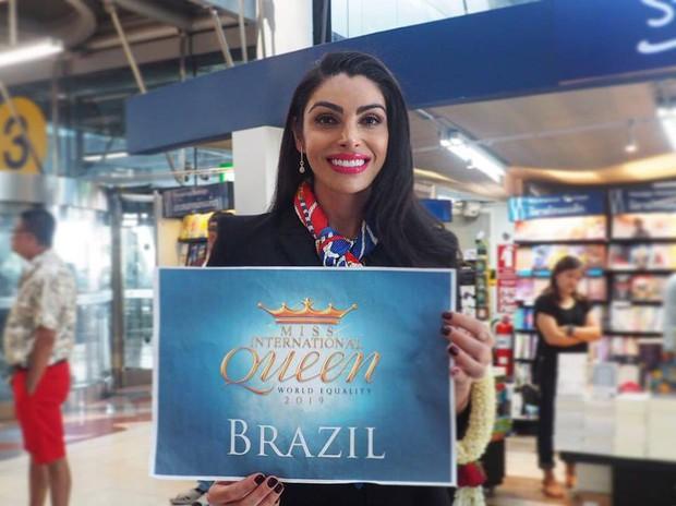 Cùng đổ bộ sân bay Thái, bất ngờ với nhan sắc đời thực của dàn thí sinh Hoa hậu Chuyển giới Quốc tế 2019 - Ảnh 2.