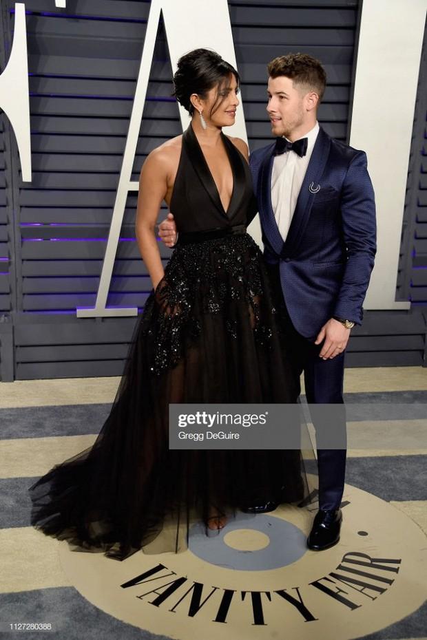 Tiệc hậu Oscar 2019: Trái với thảm đỏ nhạt nhẽo, loạt sao thi nhau thả rông, hở bạo, có thiết kế mặc mà như không - Ảnh 18.
