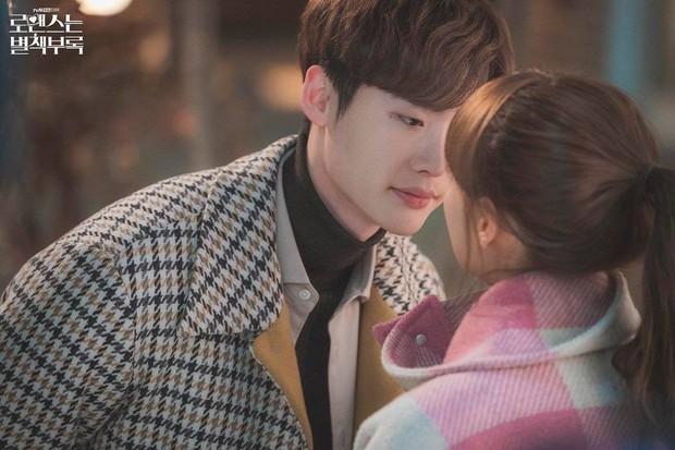 Cả thế giới đổ dồn về Oscar, người Hàn chỉ chăm chăm Lee Jong Suk hôn Lee Na Young ở Phụ Lục Tình Yêu - Ảnh 4.