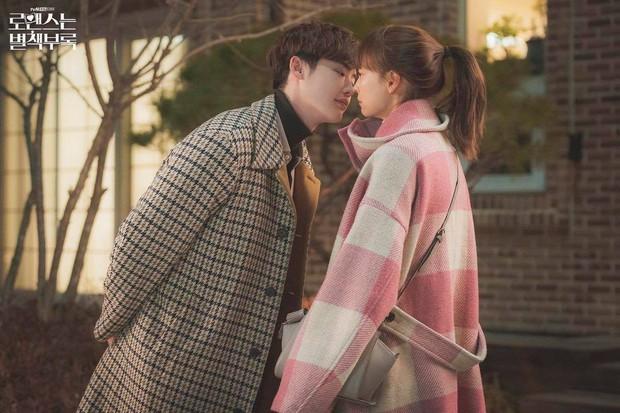 Cả thế giới đổ dồn về Oscar, người Hàn chỉ chăm chăm Lee Jong Suk hôn Lee Na Young ở Phụ Lục Tình Yêu - Ảnh 5.