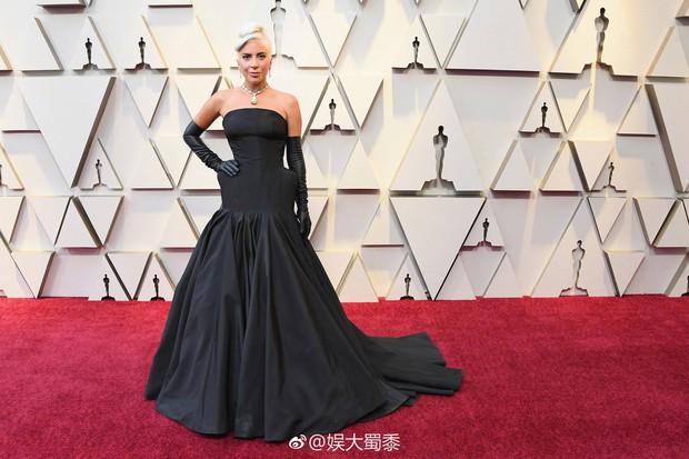 Netizen Trung trầm trồ với chiếc vòng cổ của Audrey Hepburn được Chị Dậu Lady Gaga mang dự Oscar 2019 - Ảnh 1.