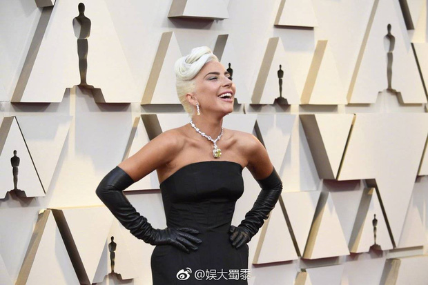 Netizen Trung trầm trồ với chiếc vòng cổ của Audrey Hepburn được Chị Dậu Lady Gaga mang dự Oscar 2019 - Ảnh 4.