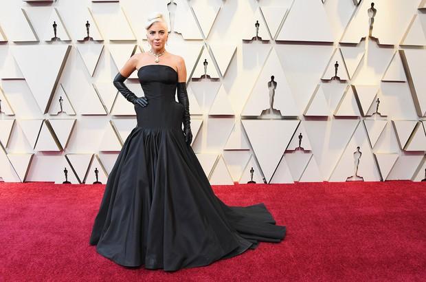 Những tinh hoa nổi nhất trên thảm đỏ Oscar 2019: Xem ra có công thức chung để lọt Top Best Dressed! - Ảnh 1.
