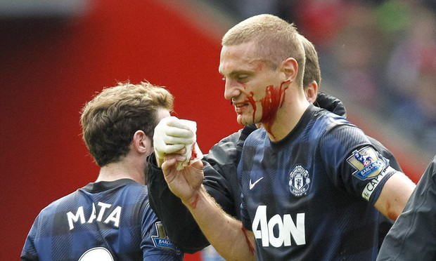 Khen Liverpool chi phối MU, chuyên gia bóng đá chịu ánh mắt hình viên đạn và nụ cười nhếch mép của huyền thoại MU - Ảnh 2.