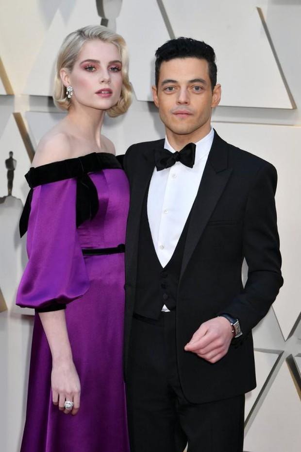 Chàng trai được cưng chiều nhất Oscar 2019: Rami Malek có 1 chiếc nơ lệch mà được bao người chỉnh giùm - Ảnh 1.