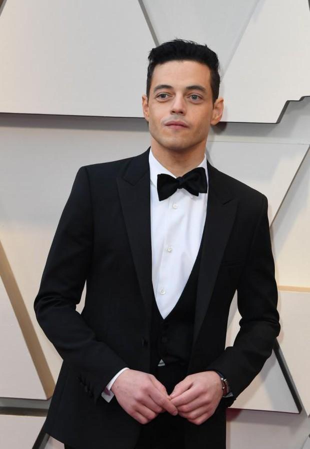 Chàng trai được cưng chiều nhất Oscar 2019: Rami Malek có 1 chiếc nơ lệch mà được bao người chỉnh giùm - Ảnh 2.