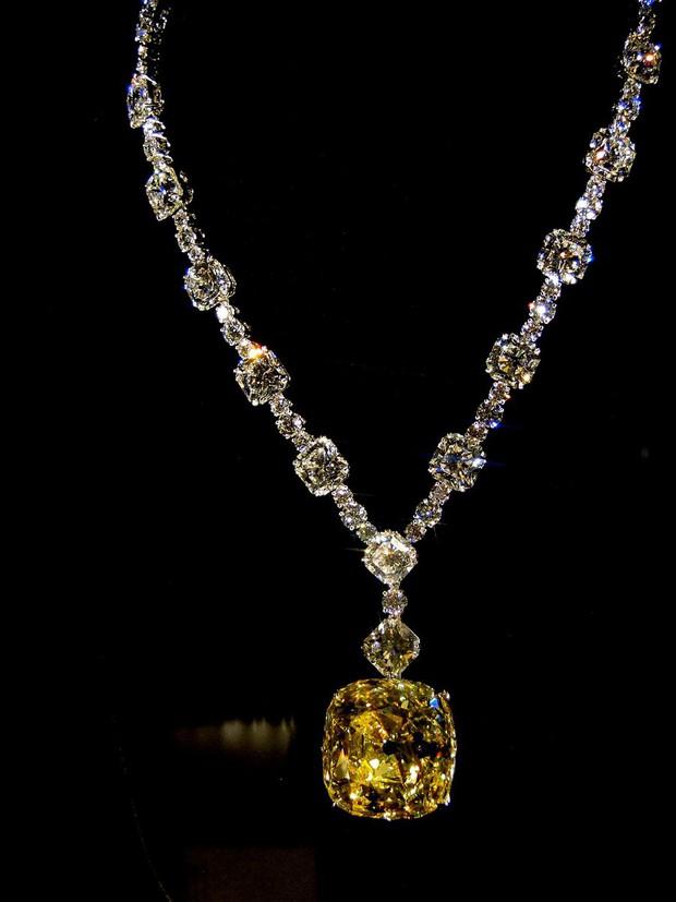 Phát sốt vì vòng kim cương siêu to của Lady Gaga trên thảm đỏ Oscar: Tới cả nghìn tỉ, Audrey Hepburn cũng từng đeo - Ảnh 4.