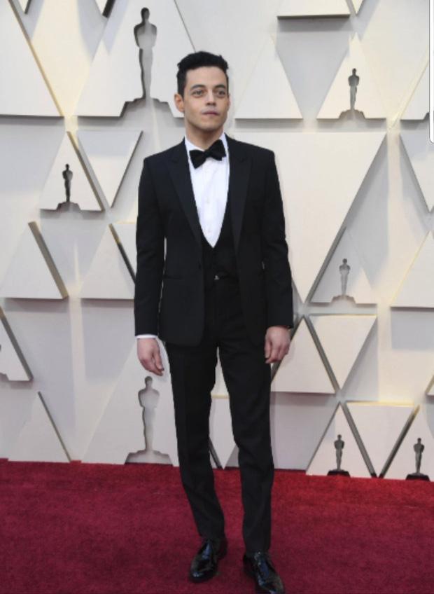 Chàng trai được cưng chiều nhất Oscar 2019: Rami Malek có 1 chiếc nơ lệch mà được bao người chỉnh giùm - Ảnh 8.