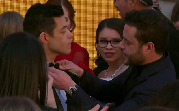 Chàng trai được cưng chiều nhất Oscar 2019: Rami Malek có 1 chiếc nơ lệch mà được bao người chỉnh giùm - Ảnh 6.