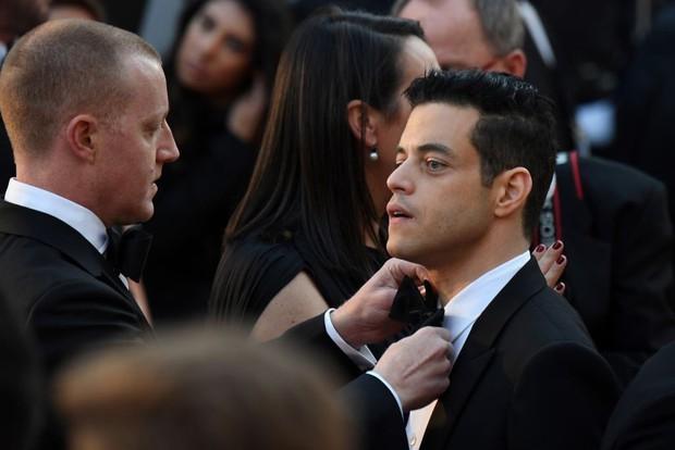 Chàng trai được cưng chiều nhất Oscar 2019: Rami Malek có 1 chiếc nơ lệch mà được bao người chỉnh giùm - Ảnh 7.