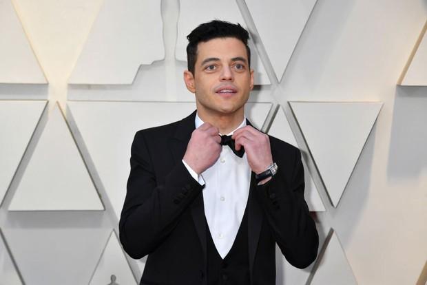 Chàng trai được cưng chiều nhất Oscar 2019: Rami Malek có 1 chiếc nơ lệch mà được bao người chỉnh giùm - Ảnh 3.