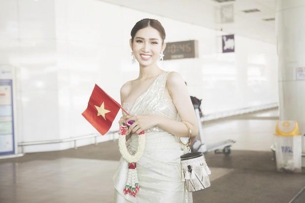 Cùng đổ bộ sân bay Thái, bất ngờ với nhan sắc đời thực của dàn thí sinh Hoa hậu Chuyển giới Quốc tế 2019 - Ảnh 1.