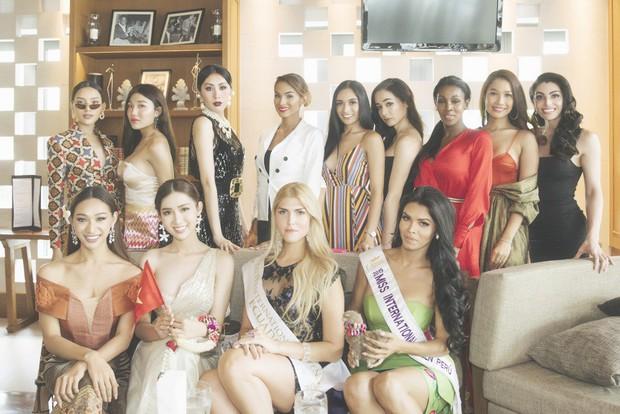 Cùng đổ bộ sân bay Thái, bất ngờ với nhan sắc đời thực của dàn thí sinh Hoa hậu Chuyển giới Quốc tế 2019 - Ảnh 17.