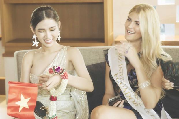 Cùng đổ bộ sân bay Thái, bất ngờ với nhan sắc đời thực của dàn thí sinh Hoa hậu Chuyển giới Quốc tế 2019 - Ảnh 15.