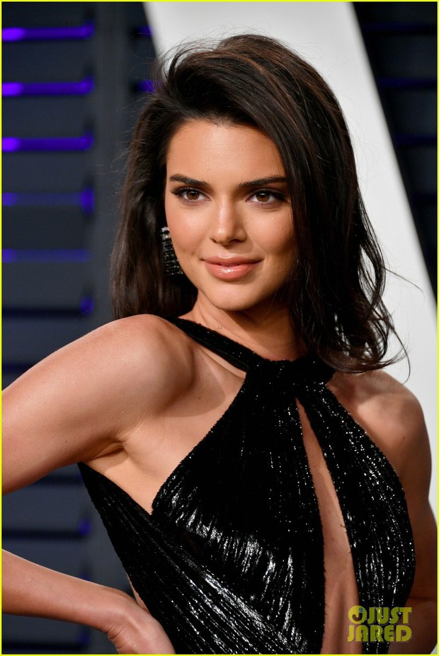 Nín thở vì Kendall Jenner mặc đầm như không mặc tại tiệc hậu Oscar, phản ứng của ông bố chuyển giới còn đáng chú ý hơn - Ảnh 8.