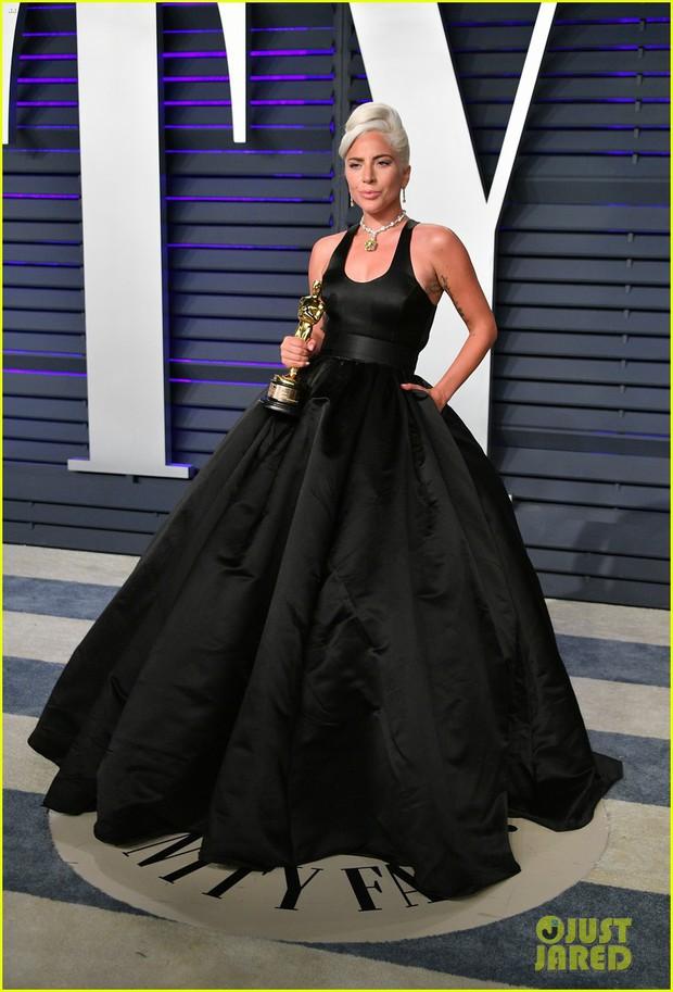 Nín thở vì Kendall Jenner mặc đầm như không mặc tại tiệc hậu Oscar, phản ứng của ông bố chuyển giới còn đáng chú ý hơn - Ảnh 9.