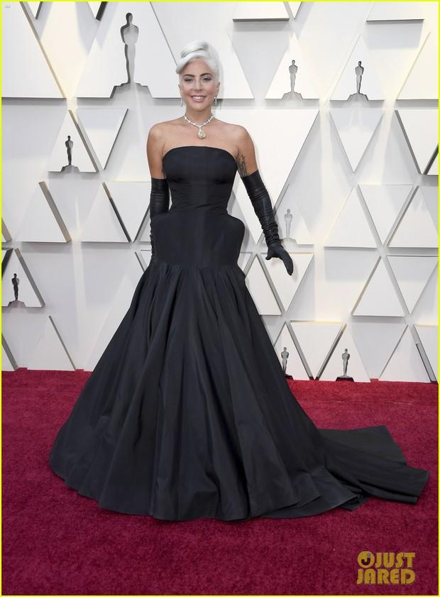 Thảm đỏ Oscar 2019: Lady Gaga bị tình tin đồn bỏ rơi, dàn Con nhà siêu giàu châu Á đọ sắc siêu anh hùng Marvel, DC - Ảnh 1.