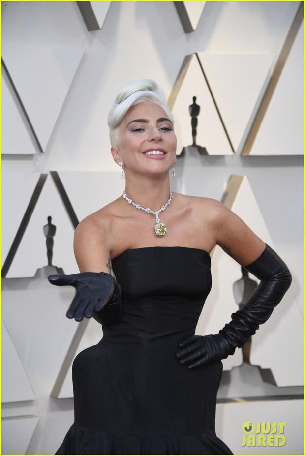 Thảm đỏ Oscar 2019: Lady Gaga bị tình tin đồn bỏ rơi, dàn Con nhà siêu giàu châu Á đọ sắc siêu anh hùng Marvel, DC - Ảnh 2.