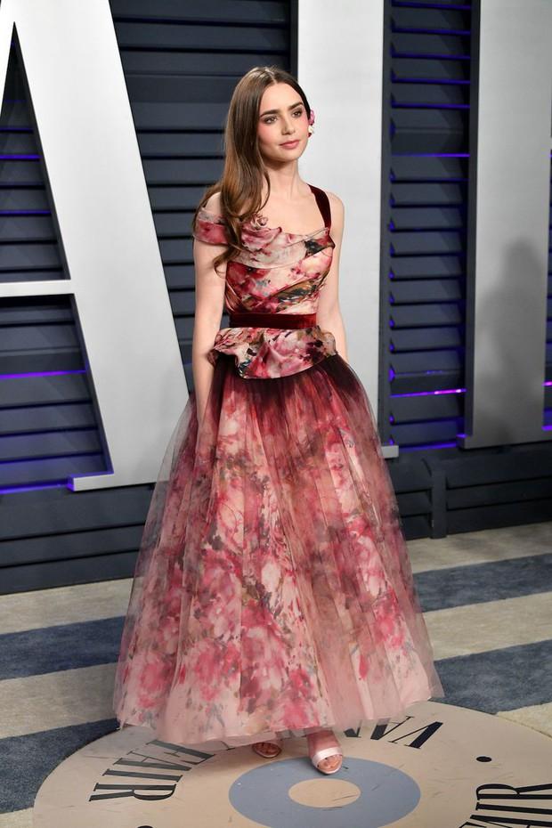 Tiệc hậu Oscar 2019: Trái với thảm đỏ nhạt nhẽo, loạt sao thi nhau thả rông, hở bạo, có thiết kế mặc mà như không - Ảnh 14.