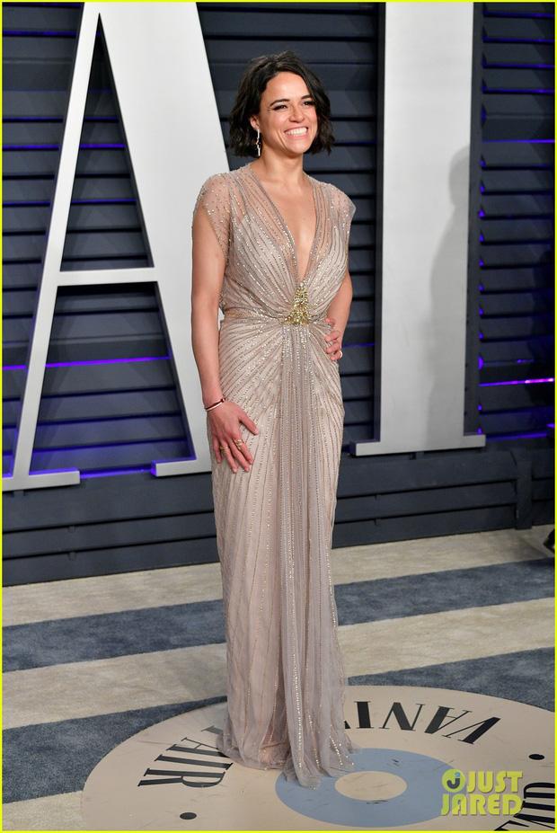 Nín thở vì Kendall Jenner mặc đầm như không mặc tại tiệc hậu Oscar, phản ứng của ông bố chuyển giới còn đáng chú ý hơn - Ảnh 19.