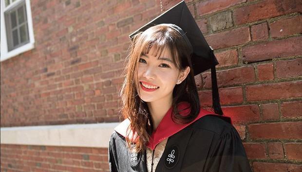 Chuyên trốn học, có thai năm 20 tuổi, cô gái xinh đẹp này vẫn có thành tích khủng và là thạc sĩ trẻ tuổi nhất Harvard - Ảnh 1.