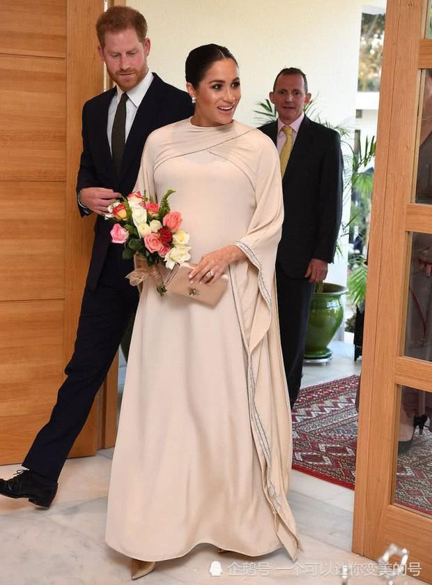 Meghan Markle bị tố bắt chước Kate Middleton nhưng lại nhận cái kết đắng với hình ảnh kém duyên - Ảnh 2.