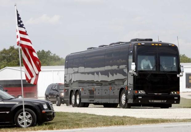"""Khám phá siêu xe bus chống đạn """"Ground Force One"""" dành cho Tổng thống Mỹ - Ảnh 3."""