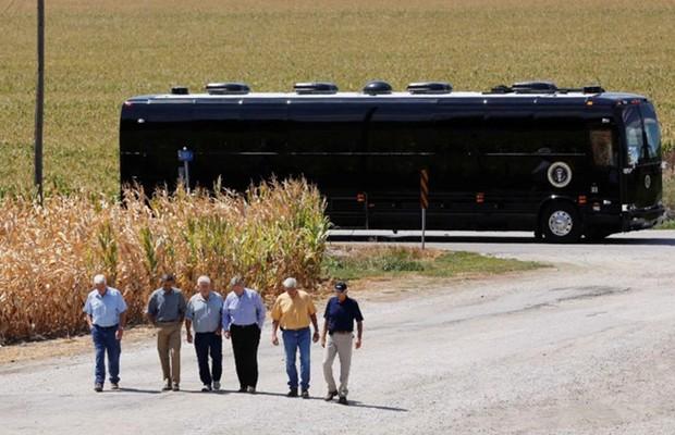 """Khám phá siêu xe bus chống đạn """"Ground Force One"""" dành cho Tổng thống Mỹ - Ảnh 8."""