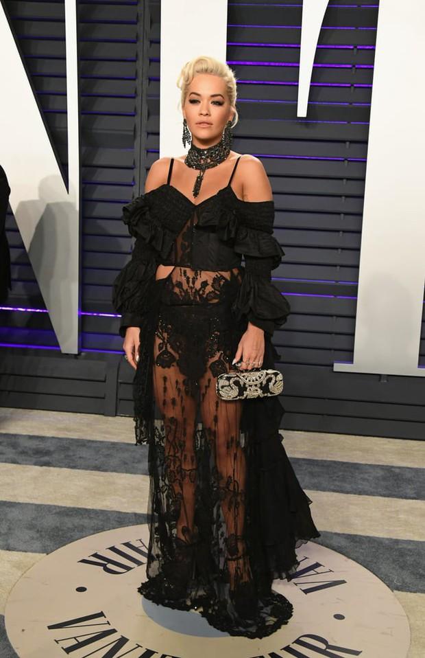 Tiệc hậu Oscar 2019: Trái với thảm đỏ nhạt nhẽo, loạt sao thi nhau thả rông, hở bạo, có thiết kế mặc mà như không - Ảnh 10.