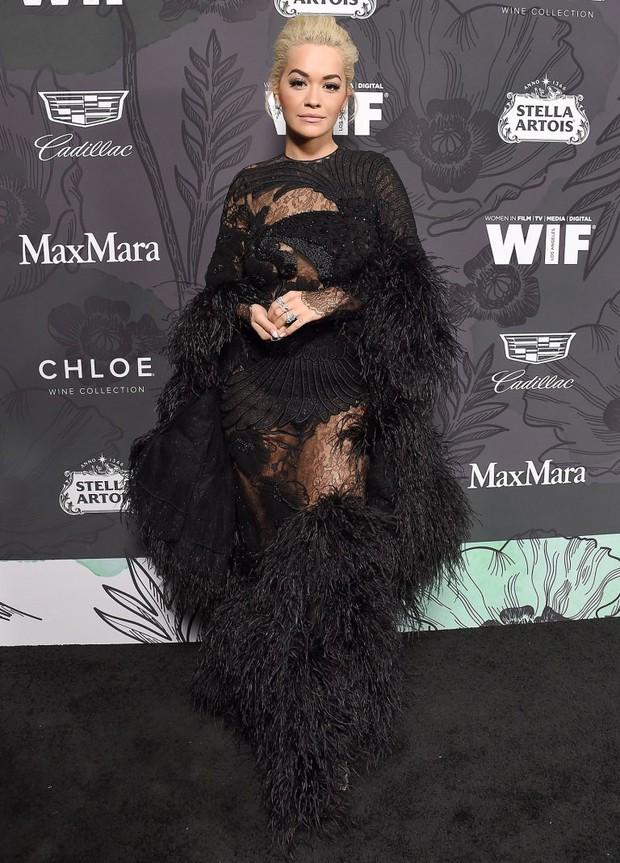 Tiền tiệc Oscar: Miley Cyrus tình tứ bên Kristen Stewart dù đến với chồng, Katy Perry khoe nhẫn khủng bên dàn siêu sao - Ảnh 11.