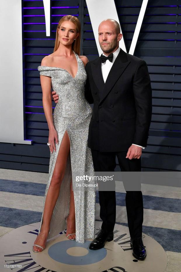 Tiệc hậu Oscar 2019: Trái với thảm đỏ nhạt nhẽo, loạt sao thi nhau thả rông, hở bạo, có thiết kế mặc mà như không - Ảnh 17.
