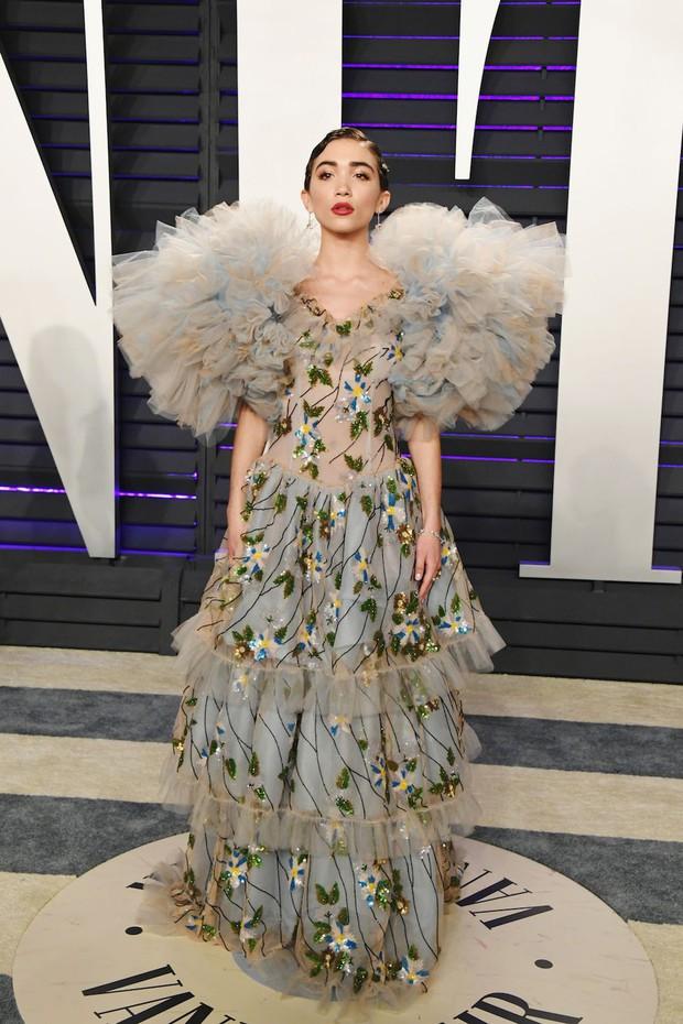 Tiệc hậu Oscar 2019: Trái với thảm đỏ nhạt nhẽo, loạt sao thi nhau thả rông, hở bạo, có thiết kế mặc mà như không - Ảnh 13.