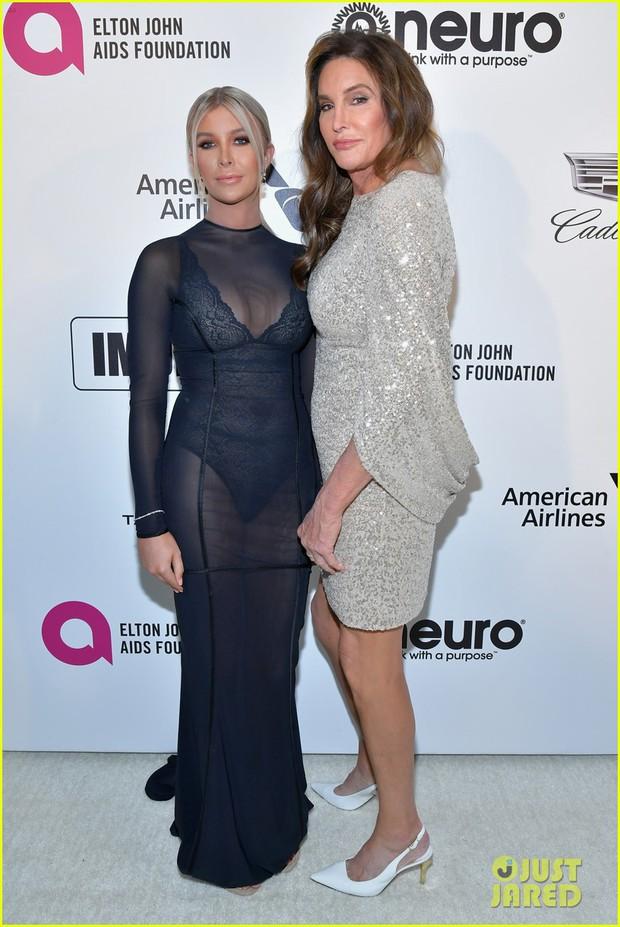 Tiệc hậu Oscar 2019: Trái với thảm đỏ nhạt nhẽo, loạt sao thi nhau thả rông, hở bạo, có thiết kế mặc mà như không - Ảnh 11.