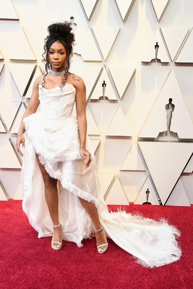 Dành cho cuối ngày: Những bộ cánh Oscar 2019 khiến bạn bật cười trong đêm hoặc đánh bay mọi xúc cảm - Ảnh 9.