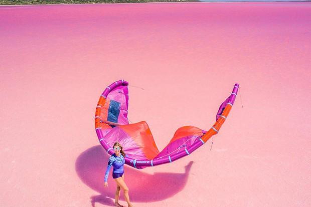Tương truyền rằng chàng trai nào dẫn bạn gái đến hồ nước màu hồng siêu ảo này sẽ được cô ấy yêu trọn đời - Ảnh 14.