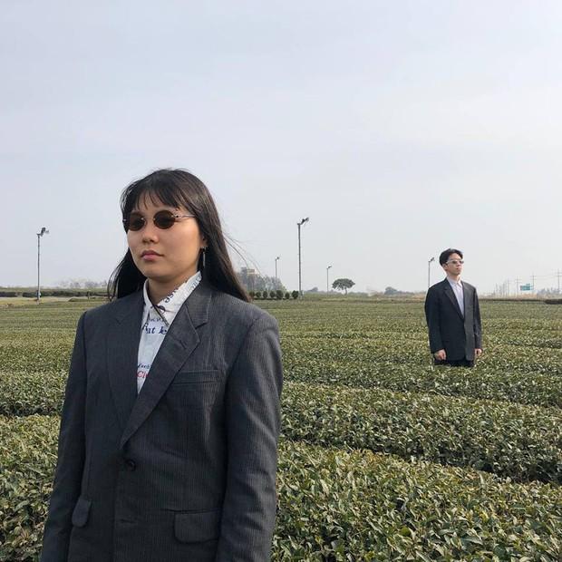 """Đôi bạn Hàn Quốc gây sốt với bộ ảnh """"du lịch cùng chủ tịch"""": Hot-trend tiếp theo đây rồi! - Ảnh 3."""