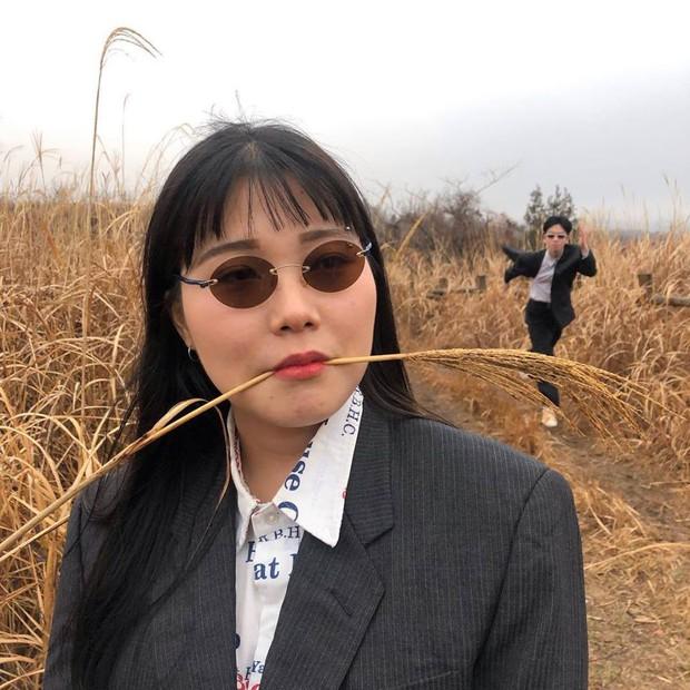 """Đôi bạn Hàn Quốc gây sốt với bộ ảnh """"du lịch cùng chủ tịch"""": Hot-trend tiếp theo đây rồi! - Ảnh 2."""