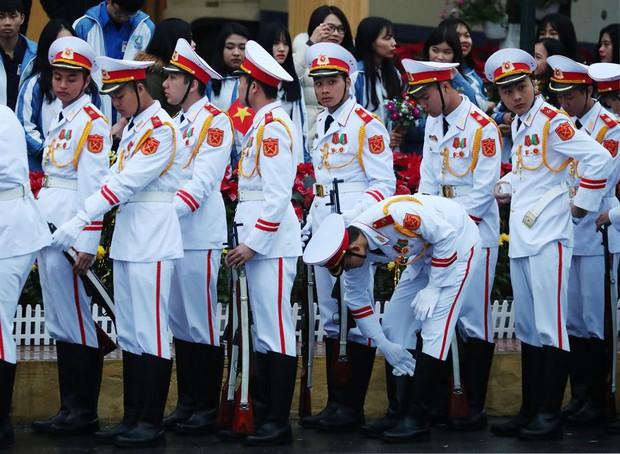 Hình ảnh ông Kim Jong Un lần đầu xuất hiện tại Việt Nam qua ống kính phóng viên quốc tế - Ảnh 5.