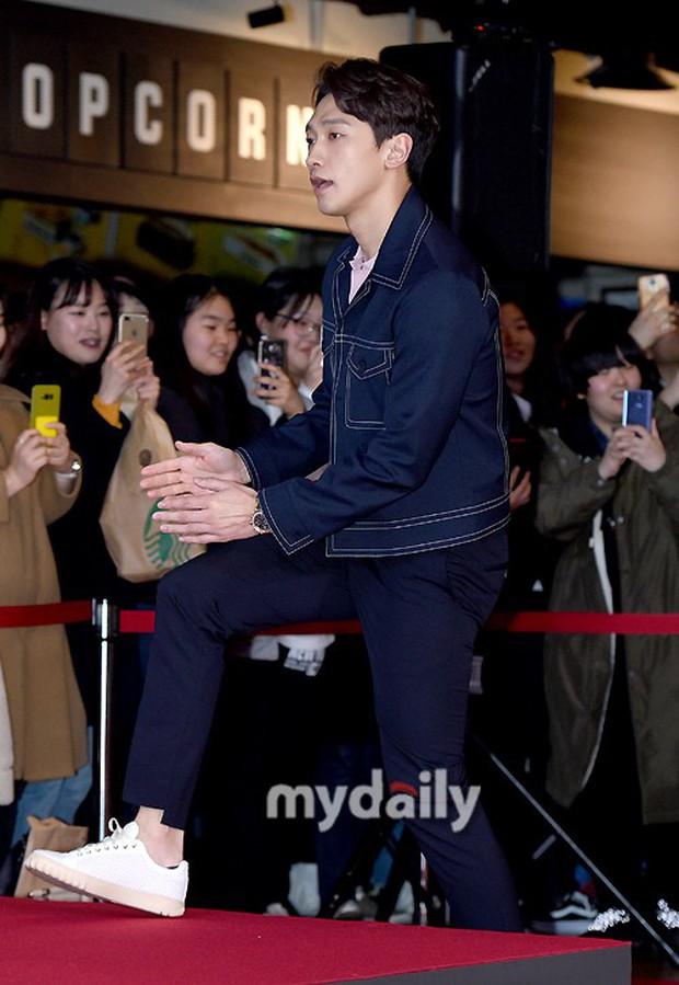 Bi Rain mời PSY cùng dàn sao khủng đến dự, Kang Sora và bạn gái cũ Kim Bum đọ chân dài cực phẩm tại sự kiện - Ảnh 2.