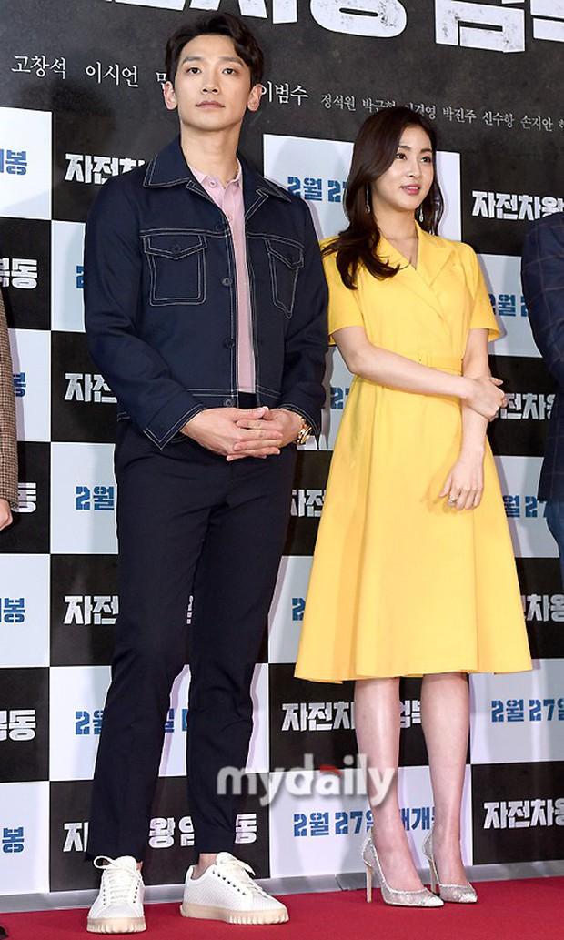 Bi Rain mời PSY cùng dàn sao khủng đến dự, Kang Sora và bạn gái cũ Kim Bum đọ chân dài cực phẩm tại sự kiện - Ảnh 1.