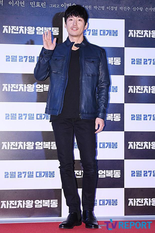 Bi Rain mời PSY cùng dàn sao khủng đến dự, Kang Sora và bạn gái cũ Kim Bum đọ chân dài cực phẩm tại sự kiện - Ảnh 14.