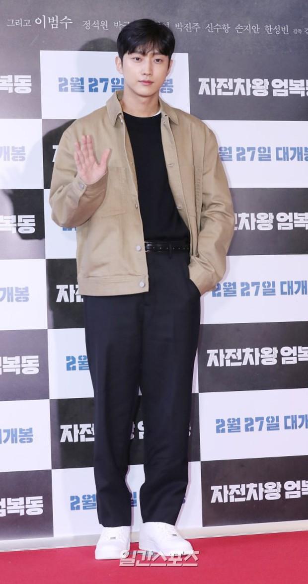 Bi Rain mời PSY cùng dàn sao khủng đến dự, Kang Sora và bạn gái cũ Kim Bum đọ chân dài cực phẩm tại sự kiện - Ảnh 12.