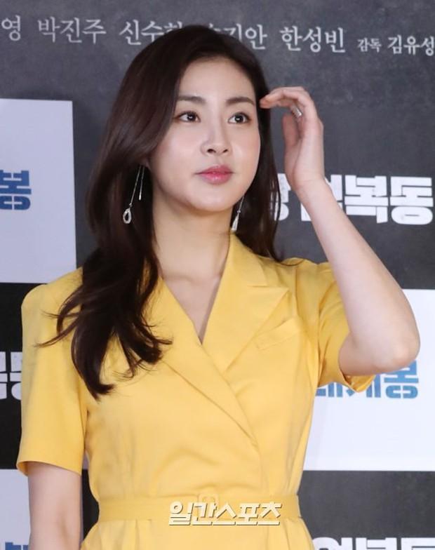 Bi Rain mời PSY cùng dàn sao khủng đến dự, Kang Sora và bạn gái cũ Kim Bum đọ chân dài cực phẩm tại sự kiện - Ảnh 6.