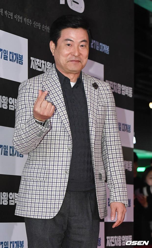 Bi Rain mời PSY cùng dàn sao khủng đến dự, Kang Sora và bạn gái cũ Kim Bum đọ chân dài cực phẩm tại sự kiện - Ảnh 17.