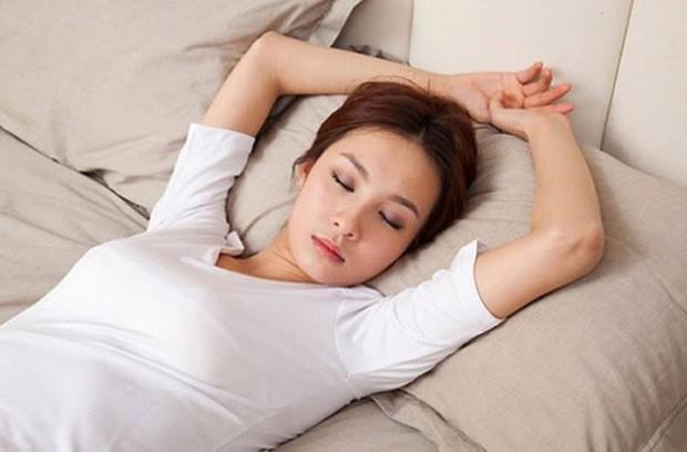 Khoa học chứng minh: Ngủ nghiêng có thể khiến bạn gắt gỏng hơn vào buổi sáng - Ảnh 2.