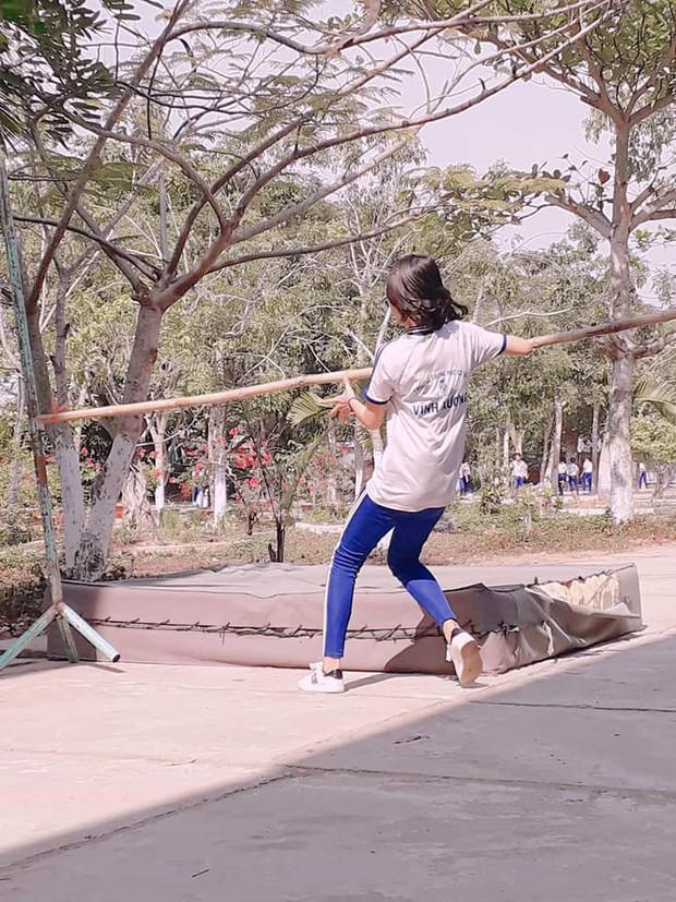 Những hình ảnh cười ra nước mắt của các con dân sợ Thể dục: Cả thanh xuân chỉ dùng để... nhảy xà - Ảnh 3.