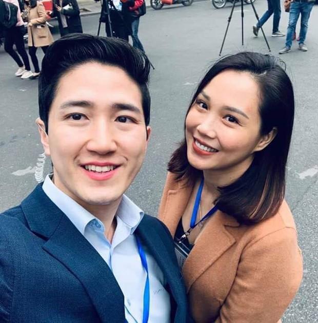 Xuất hiện nam phóng viên cực phẩm với góc nghiêng thần thánh tác nghiệp trong sự kiện thượng đỉnh Mỹ - Triều ở Hà Nội - Ảnh 2.