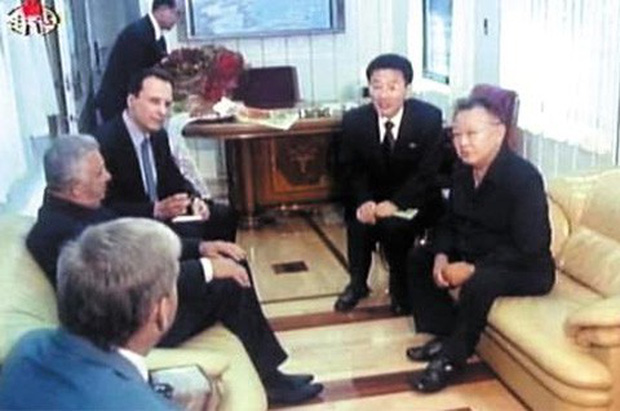 Đoàn tàu siêu kiên cố của ông Kim vừa đến Việt Nam: Đạn xuyên giáp bắn không thủng, thách thức cả bom, mìn - Ảnh 6.