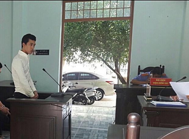 Tên cướp xui xẻo nhất Đà Nẵng, giật nhầm túi xách của vợ chồng cảnh sát cơ động - Ảnh 1.