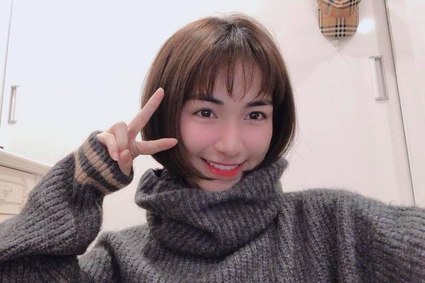 """Hòa Minzy bất ngờ xuống tóc: Trẻ trung, xinh xắn mà còn """"hack tuổi"""" đáng kể - Ảnh 2."""